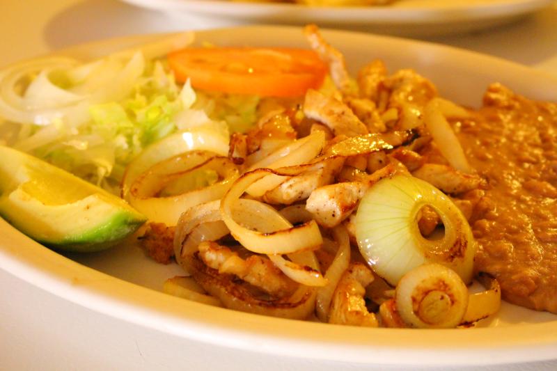 tinas-restaurant-chicken-fajitas-zapata-tx