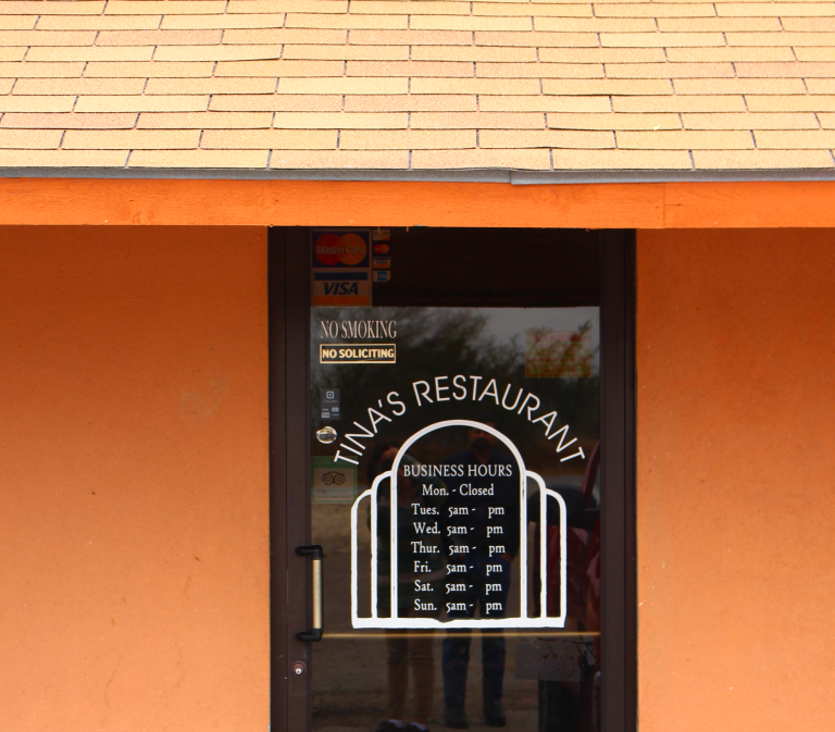 tinas-restaurant-entrance-zapata-tx